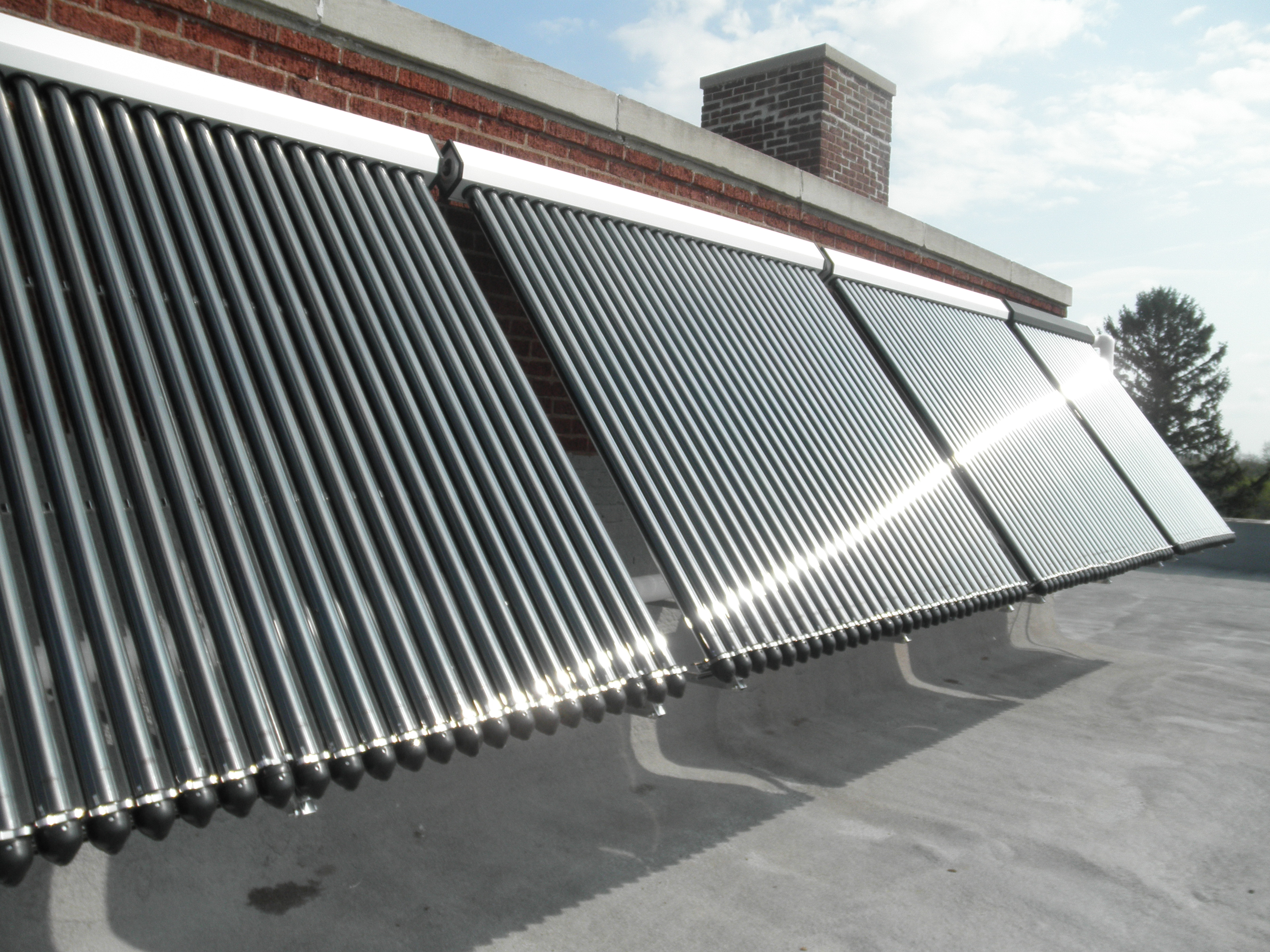 Wall-mounted evacuated tube solar thermal system