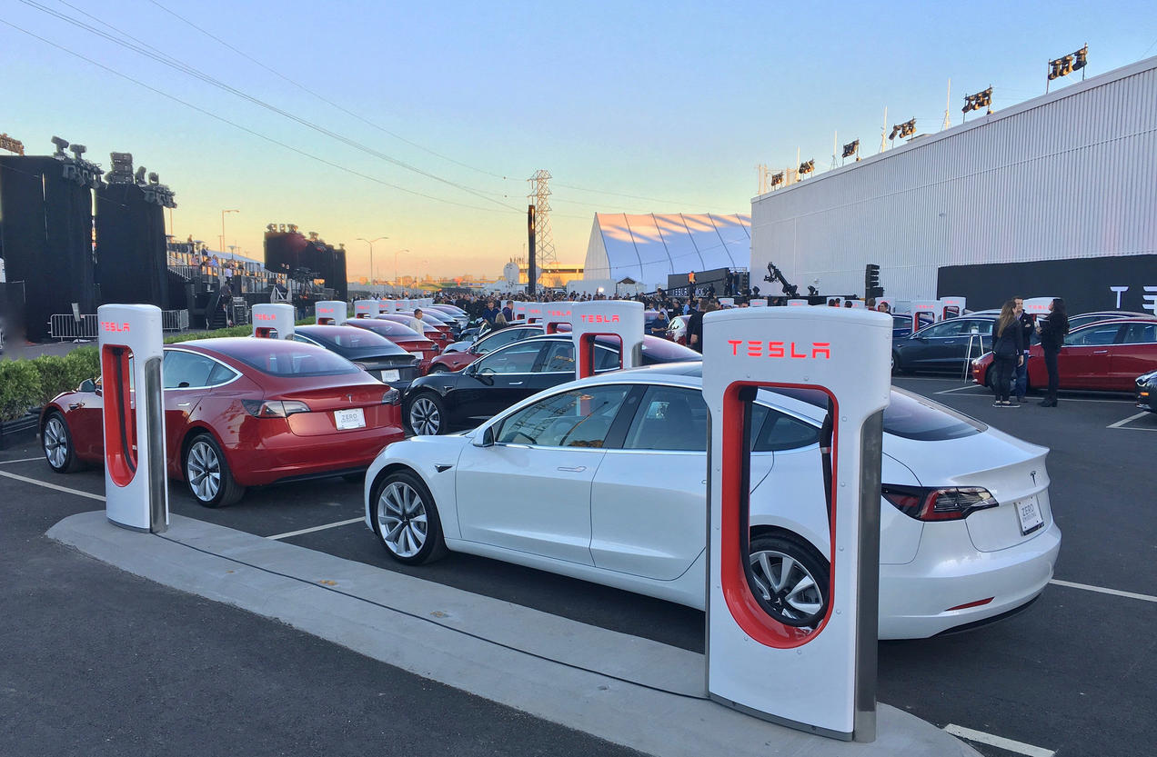 Other Countries Are Giving Up Gas Powered Carswill The Us Ever How To Build A Tesla 4 Battery Switch Green Optimistic Has Received Around Half Million Reservations Since Its Model 3 Was Unveiled In April