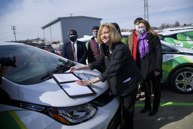 Mayor Lyda Krewson signed an executive order that formally begins St. Louis' transition to clean electric vehicle (EV) transportation