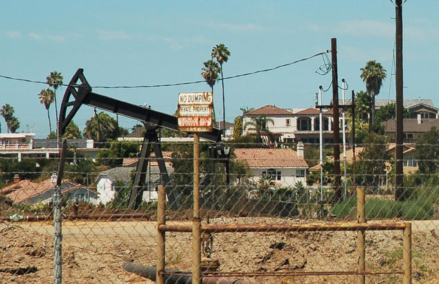 Drilling rigs in Baldwin Hills, Los Angeles County