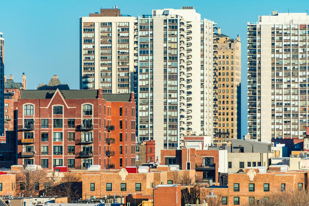 Photo of housing in Chicago (courtesy of iStock)