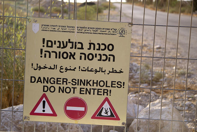 Dead Sea sinkhole warning